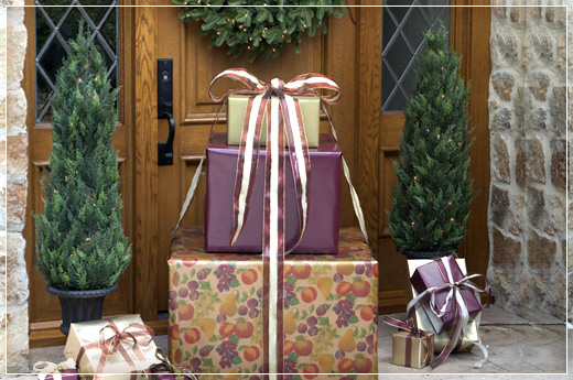 Fresh Holiday Decorating Ideas For The Front Door