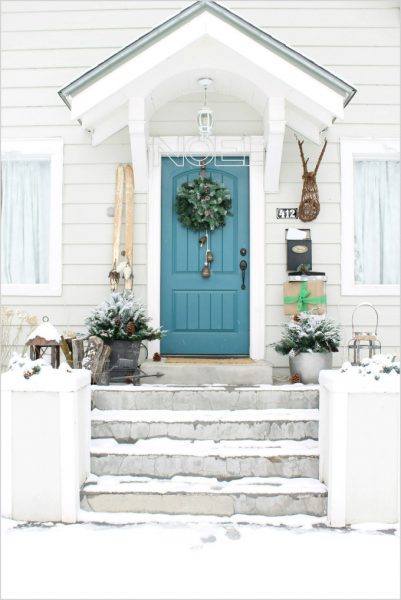 Caption: Frosted green foliage and the white surroundings made for a winter welcome in this entryway (Photo courtesy of The Wicker House)