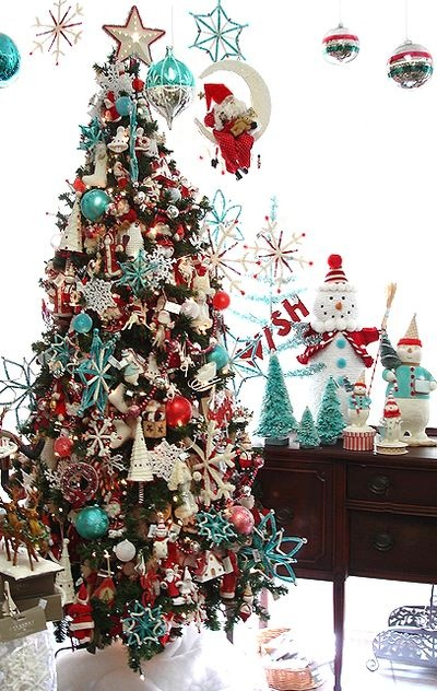 9 christmas color combinations beyond red and green - Is blue a christmas color ...