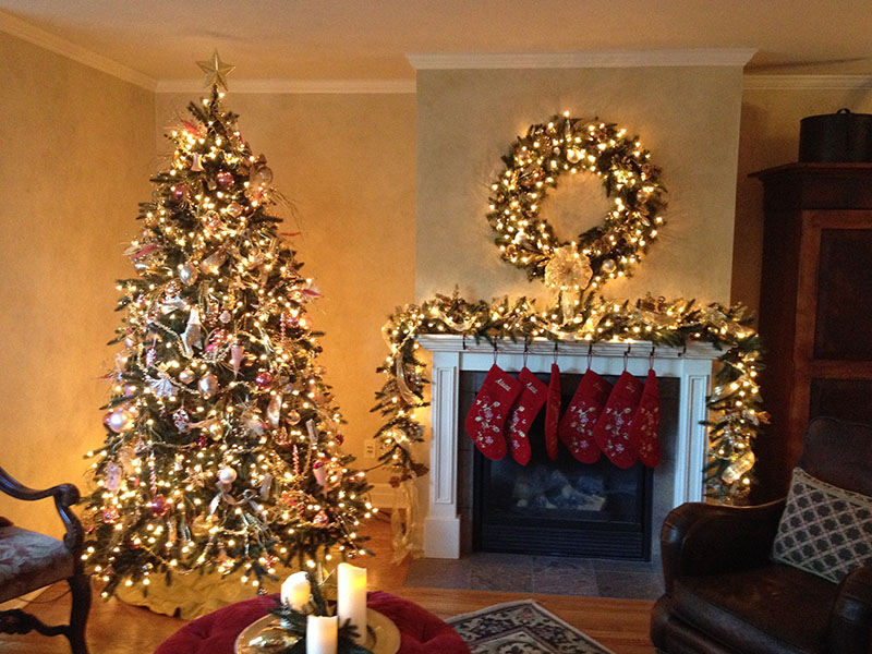 Balsam Hill's resident design expert Dagmar Obert shows how to decorate a Christmas tree with a romantic style