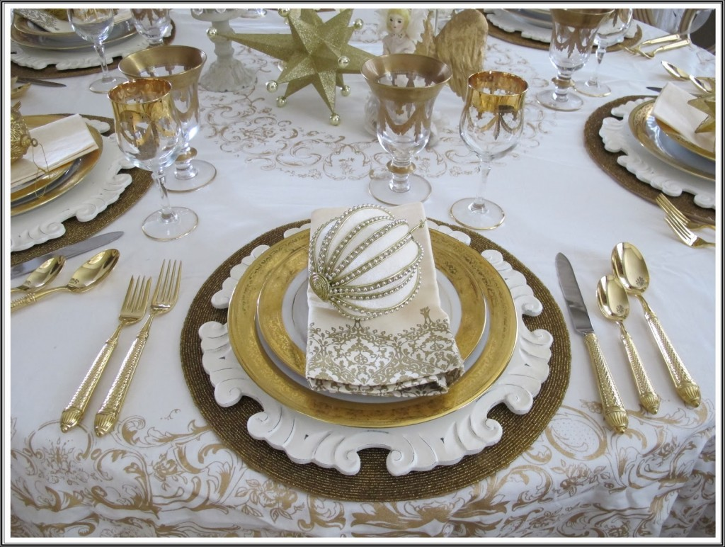 an elegant tablescape made more luxurious by the presence of gold