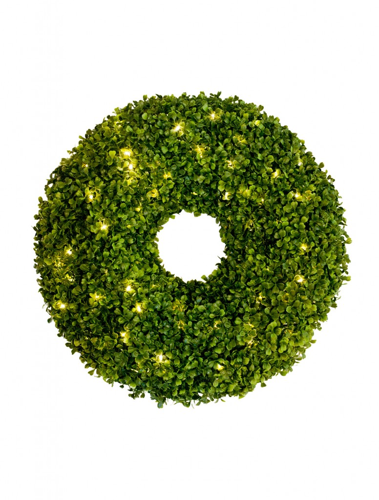 Balsam hill 39 s boxwood greenery balsam hill blog for Led wreath outdoor