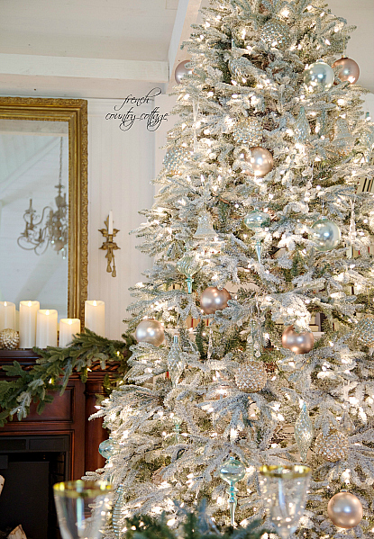 a christmas tree for your winter wedding balsam hill blog. Black Bedroom Furniture Sets. Home Design Ideas