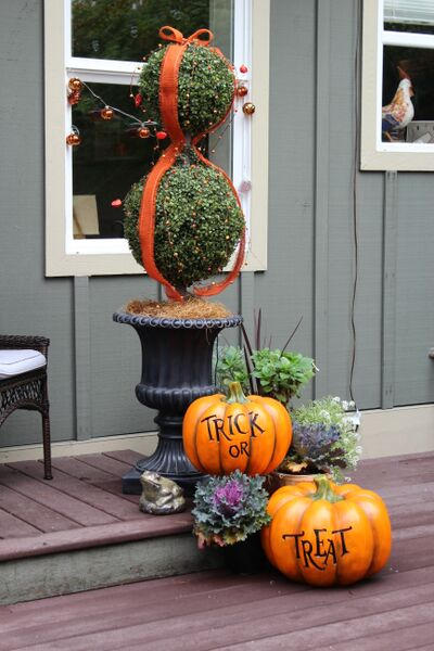 Halloween topiary and trick-or-treat pumpkins