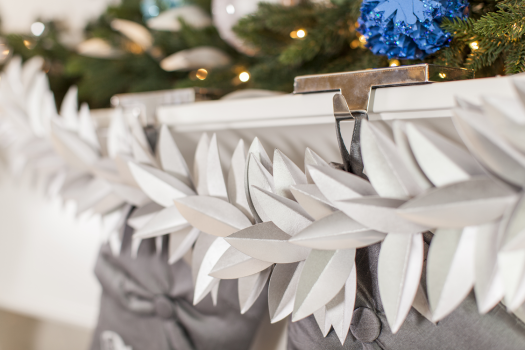 Beautiful and intricate, this leaf garland is a great decorative accent