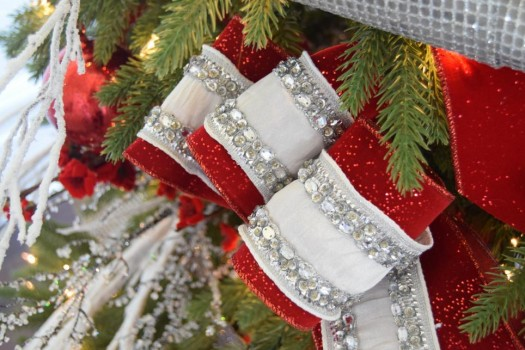 layered ribbons result in a play of textures and color - How To Decorate A Christmas Tree With Ribbon Video