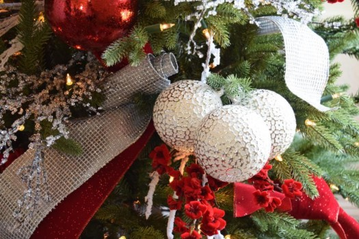 Creating clusters of ornaments adds flair