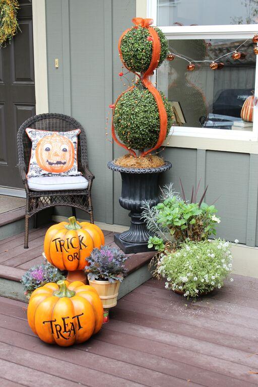 Dagmar's festive Halloween porch with Trick or Treat pumpkins