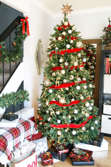 12 Bloggers of Christmas 2015 Classic Christmas Tree from Just a Girl and  Her Blog