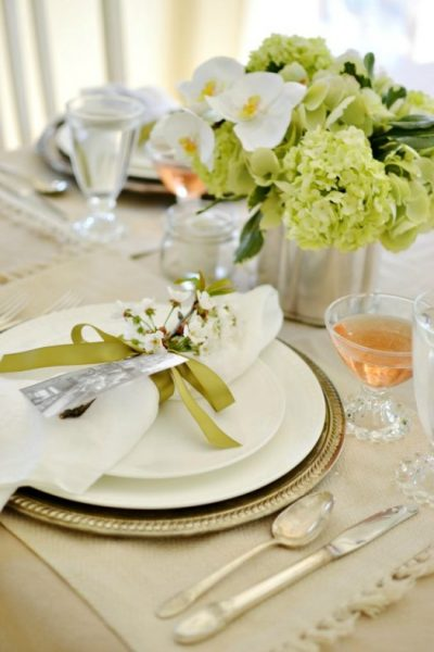 A tablescape from our Mother's Day Brunch blog hop