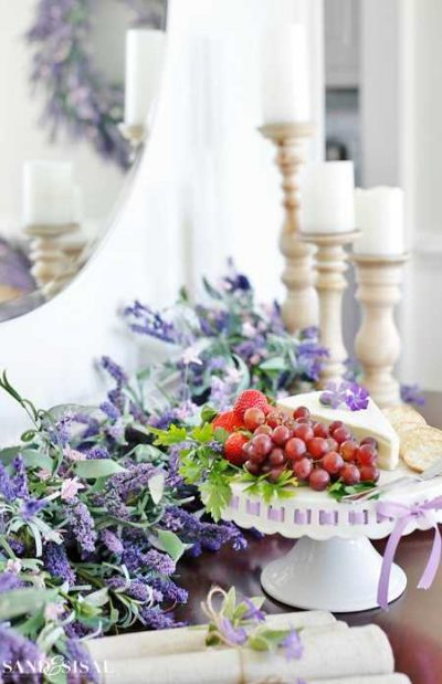 Cascading lavender blooms added color to this classic buffet table