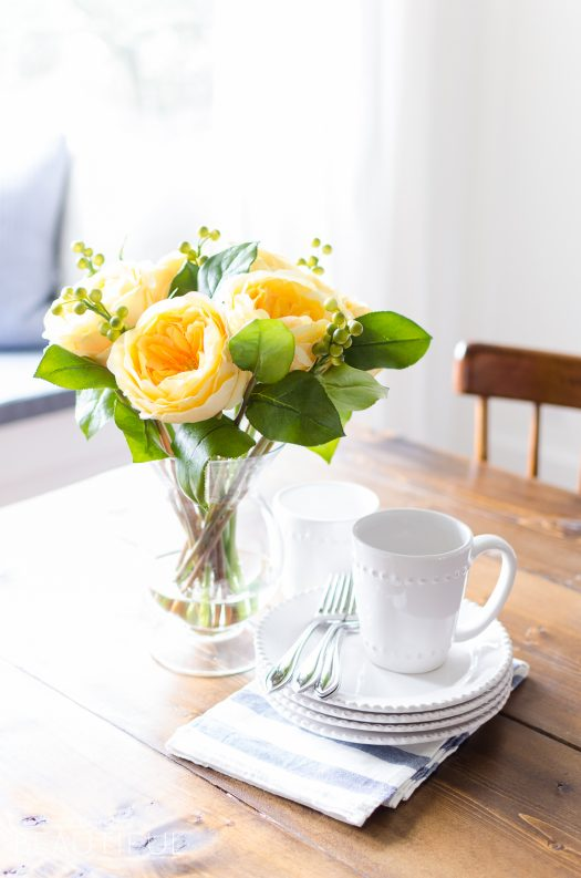 Roses in a pale yellow hue adds a touch of refinement