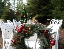 Outdoor Christmas Wreath Tablescape