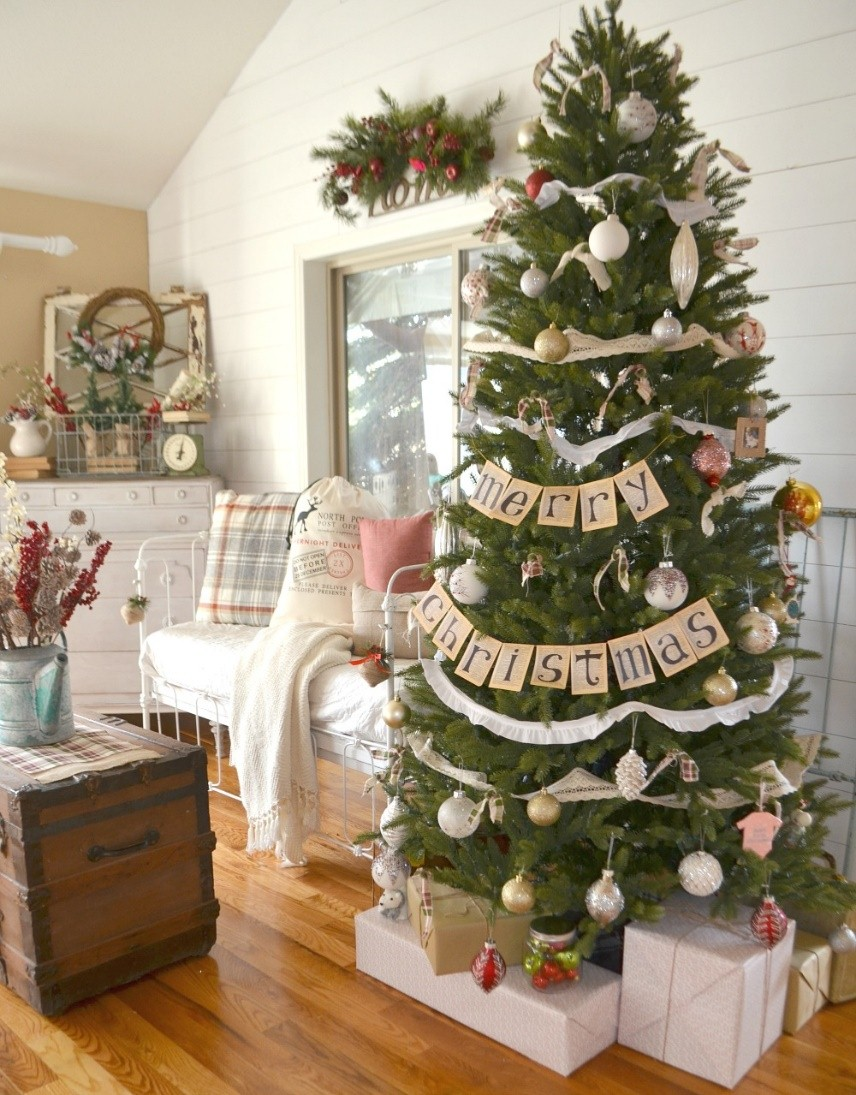 functional typography christmas tree