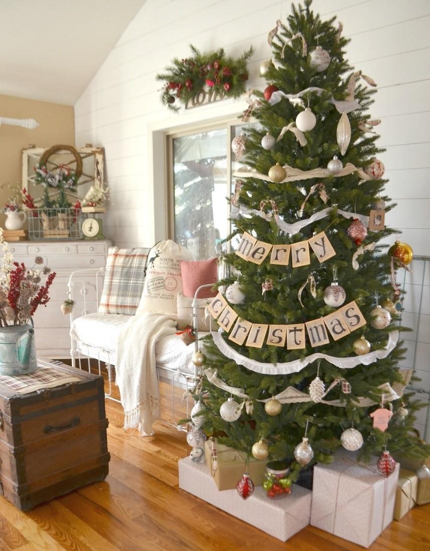 Functional Typography Christmas Tree
