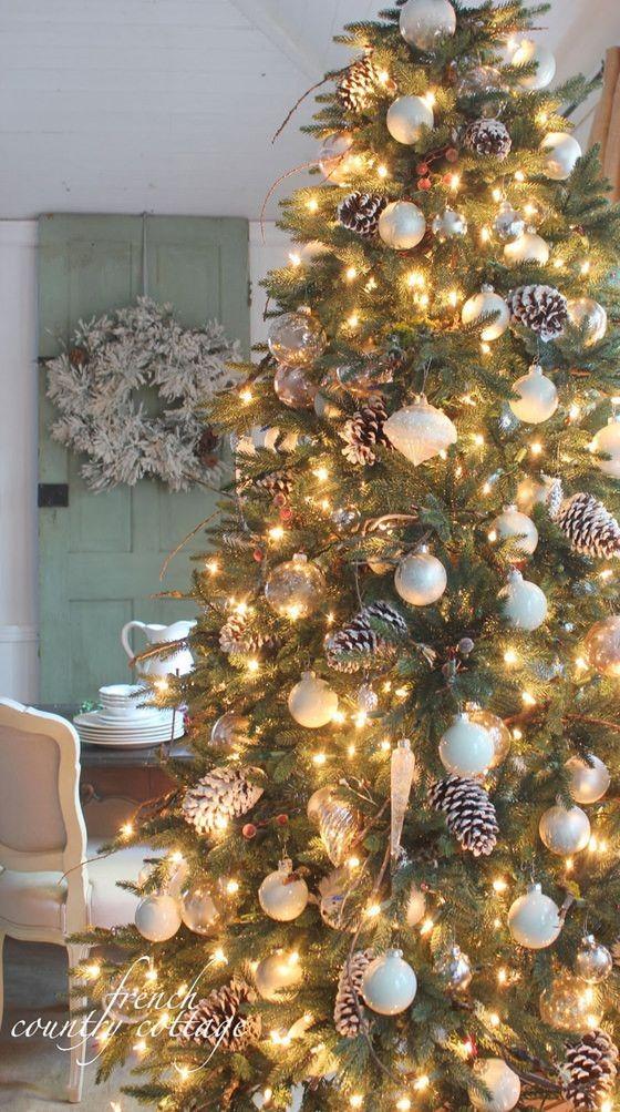 Charming Woodlands Christmas Tree