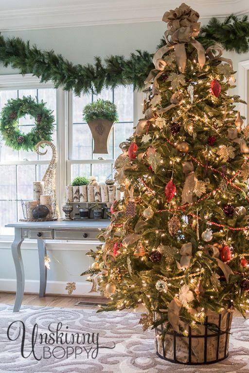 Traditionally Elegant Christmas Tree