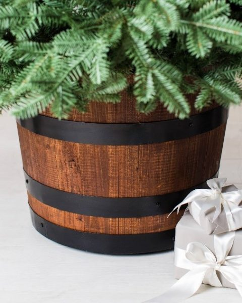 Oak barrel-inspired tree stand