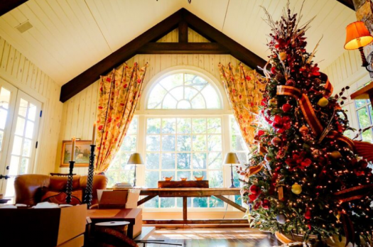 this balsam hill tree basks in the ambient warmth of this airy room - Amy Grant Home For Christmas
