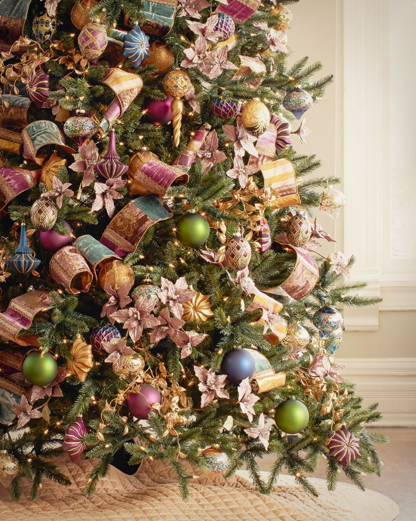 A Guide to Christmas Tree Ornaments - Balsam Hill ...