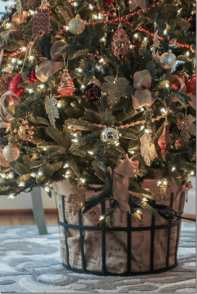 Beth of Unskinny Boppy's Brilliant Bordeaux Ornament Set and Christmas Tree Garland