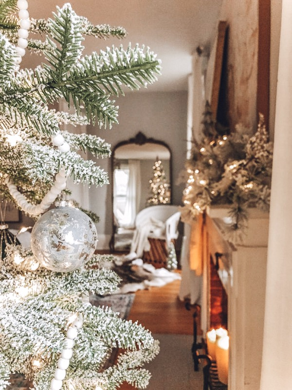 Susan of Kindred Vintage shares her family's Christmas tree tradition