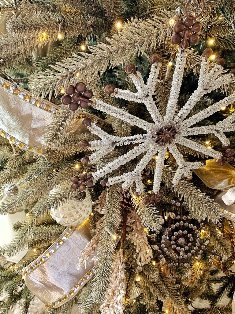 25 Best Christmas Tree Decorating Ideas To Try Out