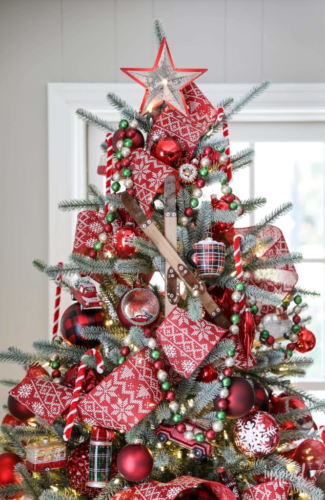 Cozy cabin Christmas tree theme decorating ideas