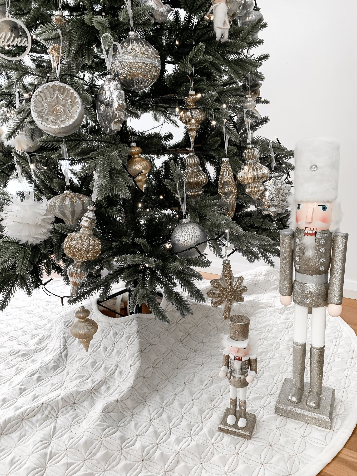 Whimsical Christmas tree theme decorating ideas