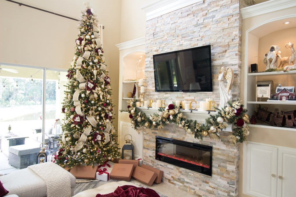 Red and white Christmas tree theme decorating ideas for big homes