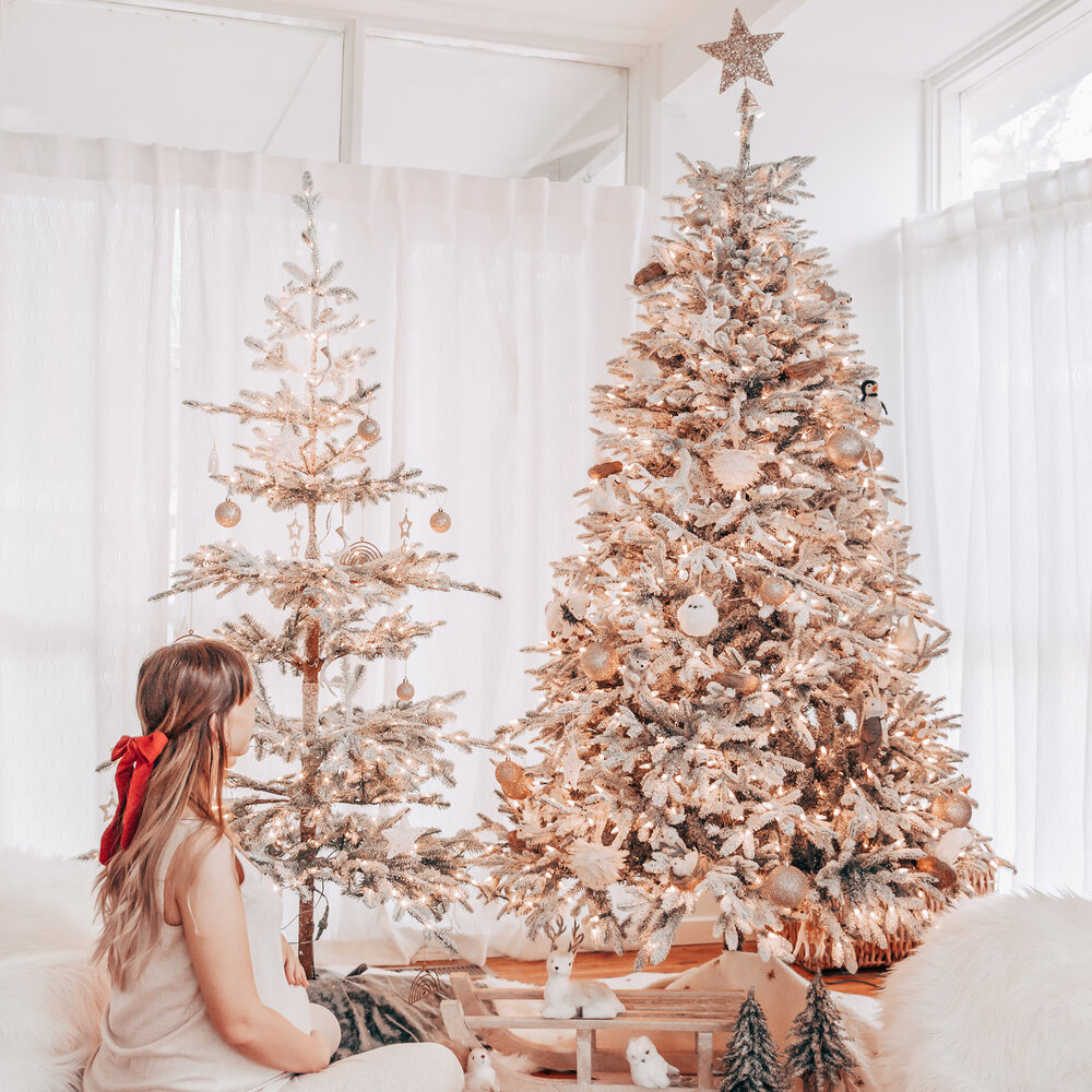 Winter woodland Christmas tree theme decorating ideas