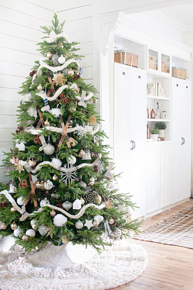 Scandinavian Christmas tree theme decorating ideas