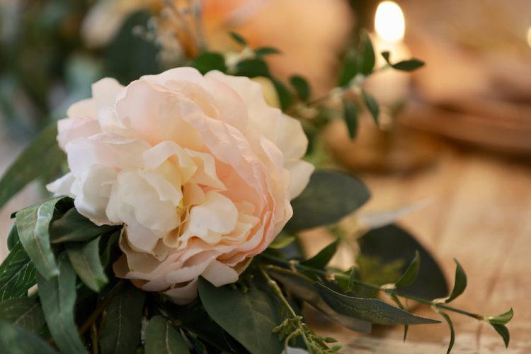 Artificial florals as tablescape decoration