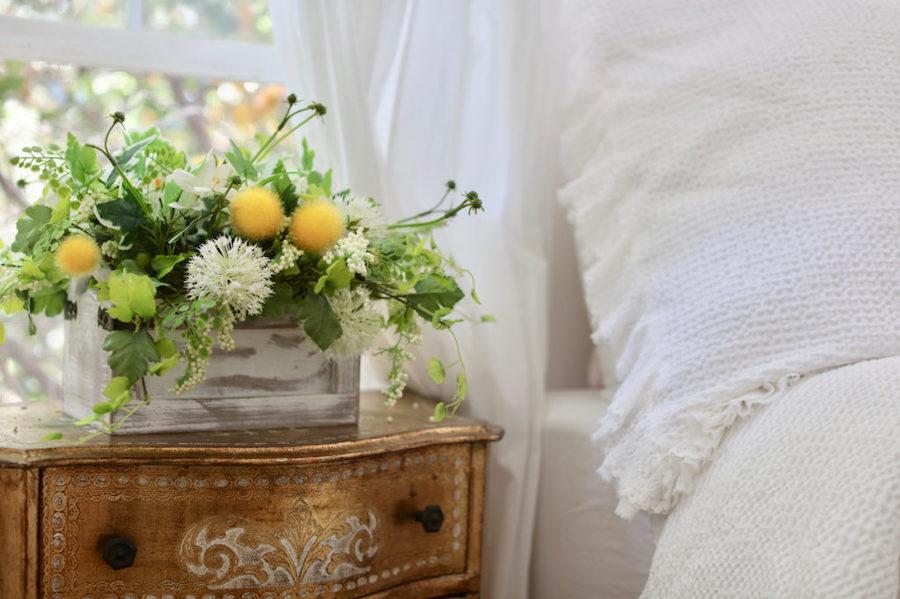 Yellow sunshine faux florals as room décor