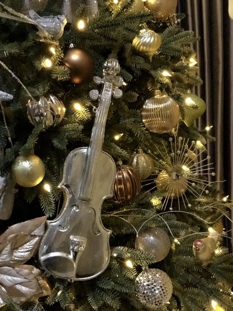 musical instruments as tree ornaments