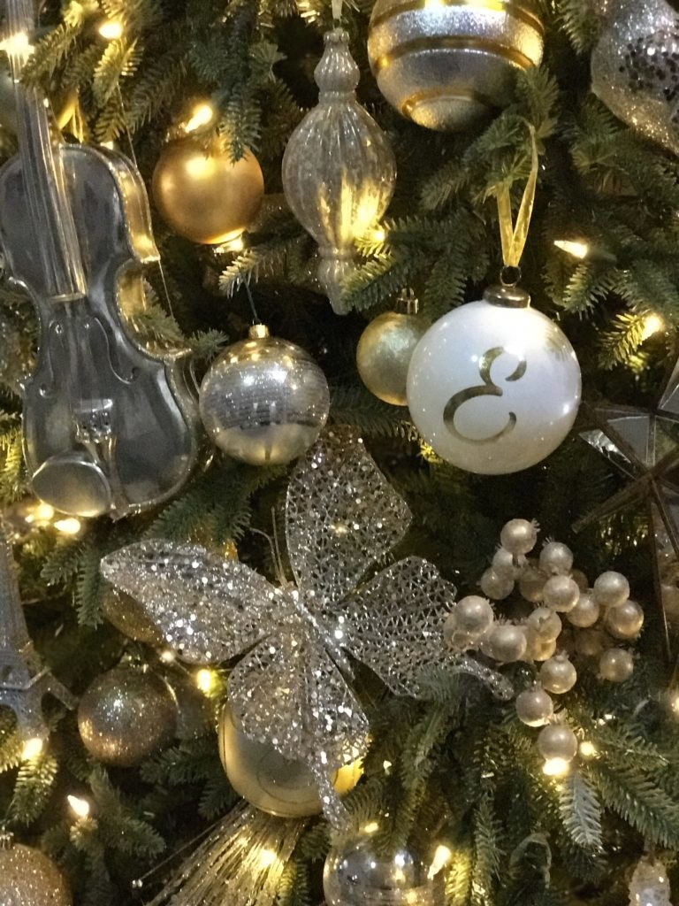 silver and gold tree ornaments