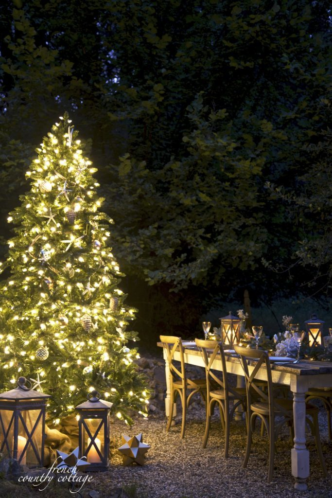 Outdoor pre-lit Christmas tree