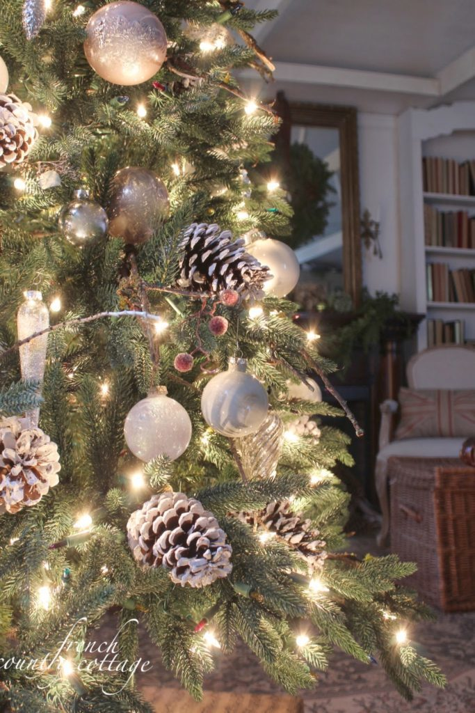 Pre-lit Christmas tree decorated with acorns and woodland country elements
