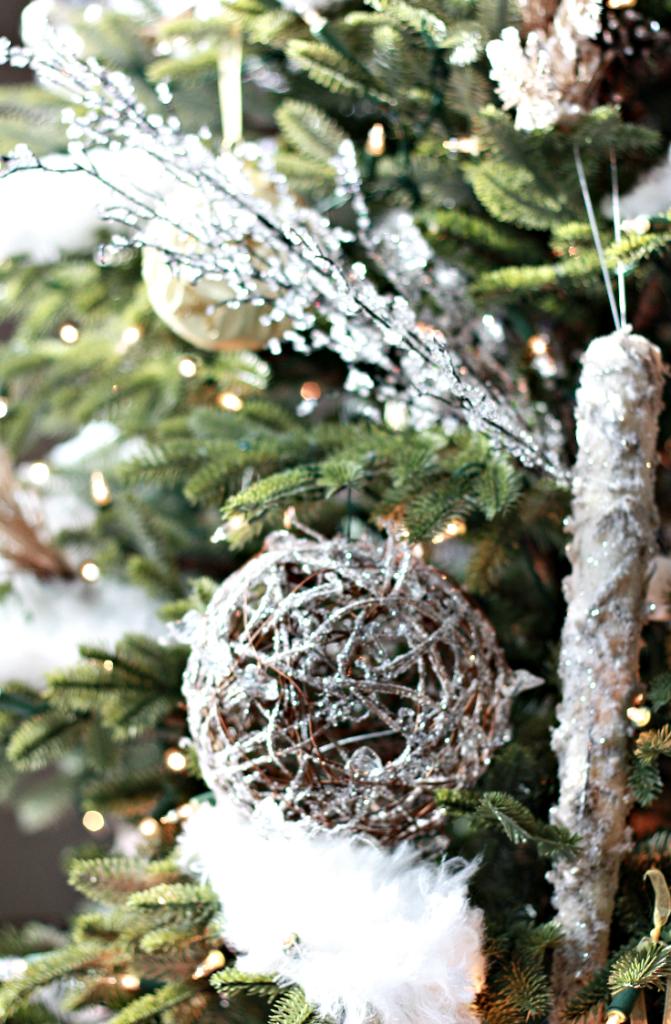 woodland-themed christmas tree decorations