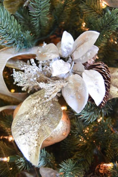 silver and gold tree decorations