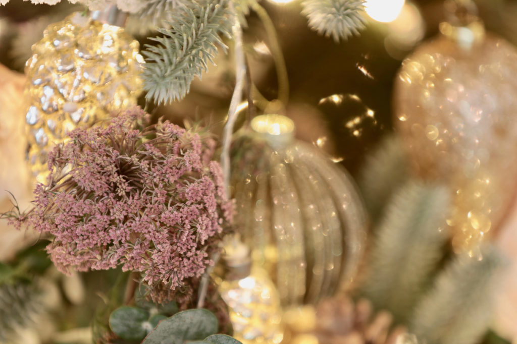 Baby's breath flowers to decorate summer Christmas tree