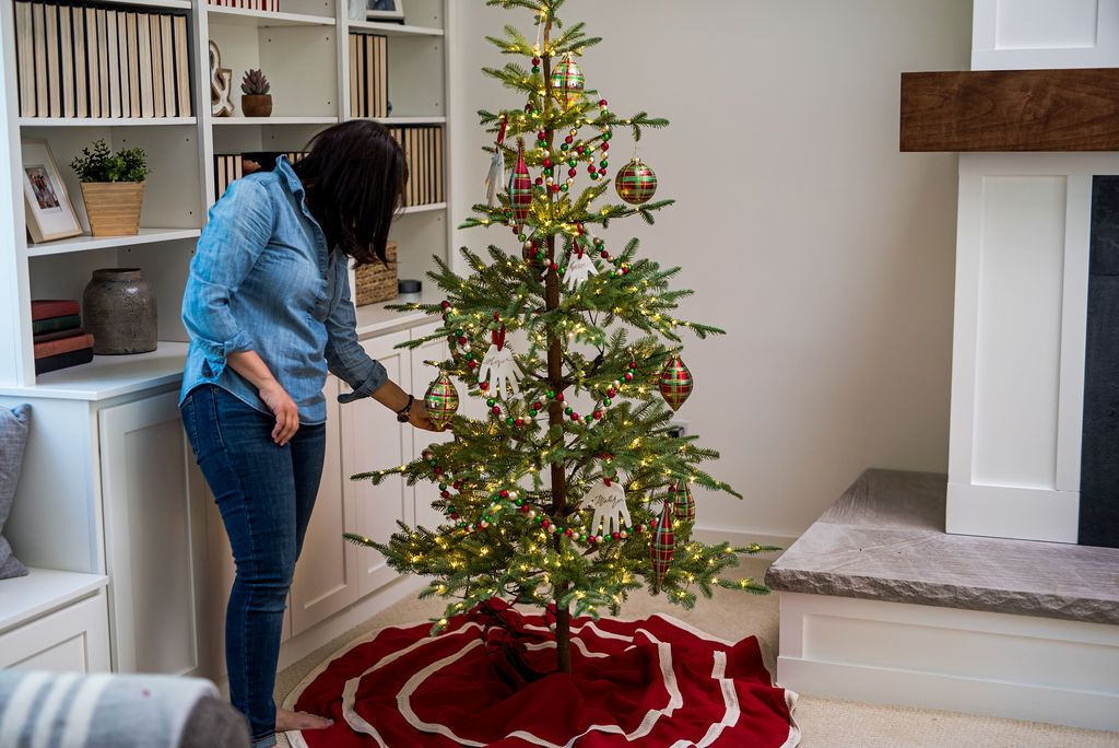 Jennifer Lutz decorating classic themed christmas tree