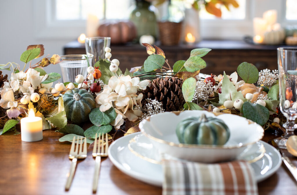 thanksgiving table decorations with faux fall foliage
