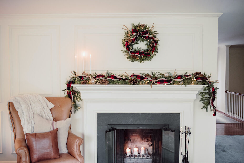 cozy cabin decor theme for christmas wreath and garland