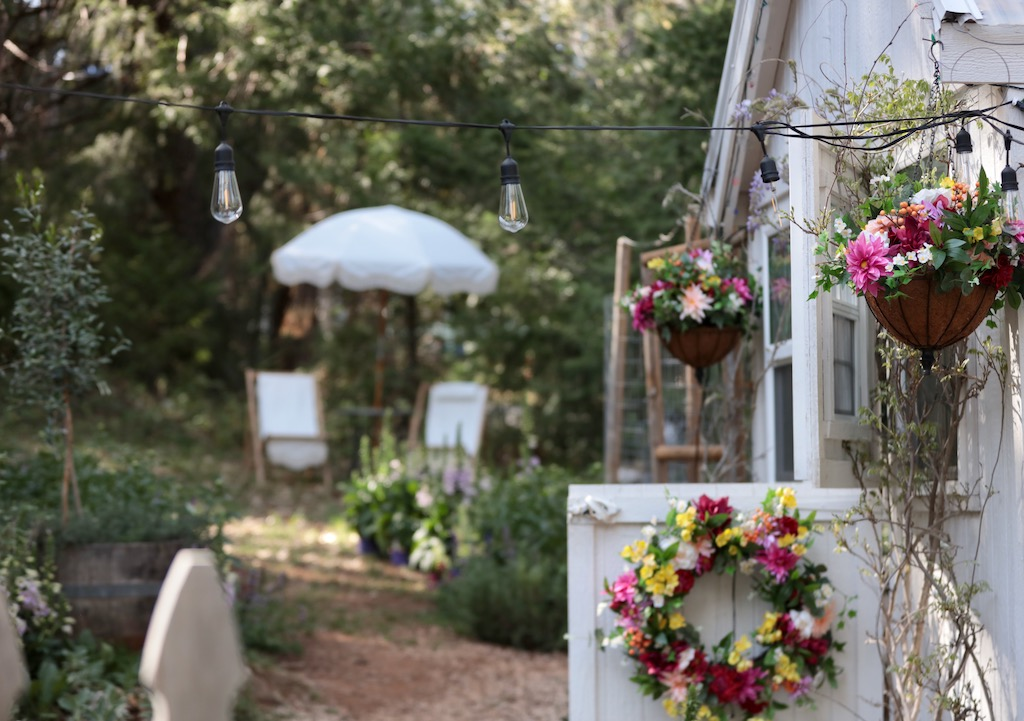 Backyard decorated with Balsam Hill Outdoor Midsummer Medley Wreath and Hanging Basket